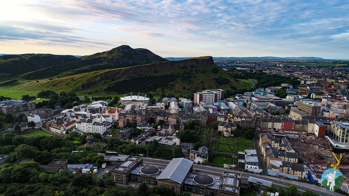 edinburgh outdoor activities arthur's seat view