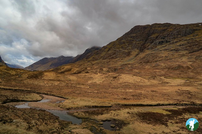 glen walk scotland travel blogger.