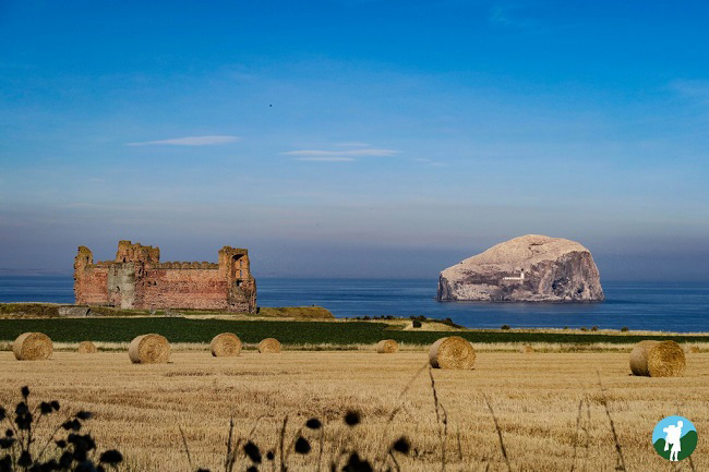 distance tantallon castle clifftop castles in Scotland
