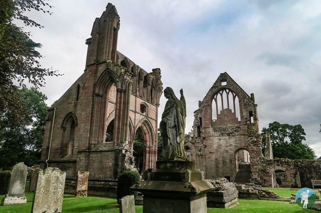 dryburgh abbey scottish borders history trail