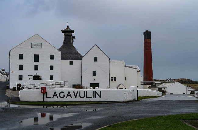 whisky 2018 lagavulin distillery
