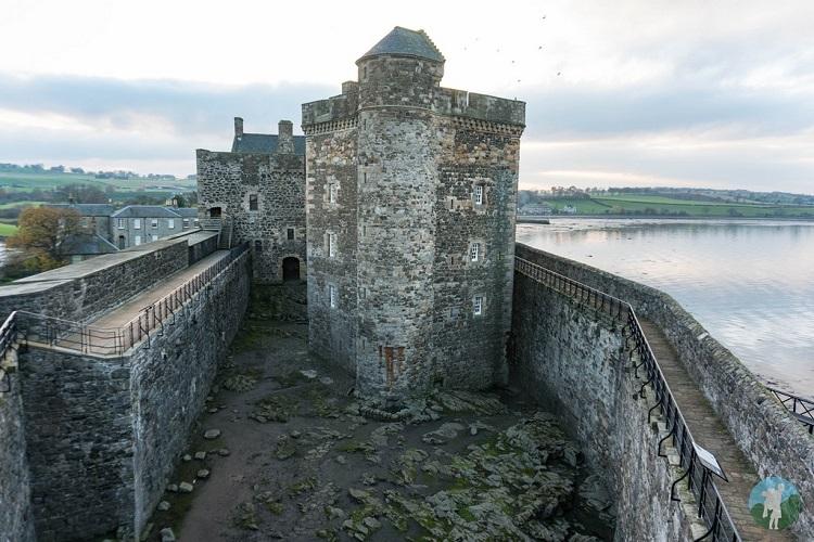 castles near edinburgh blackness
