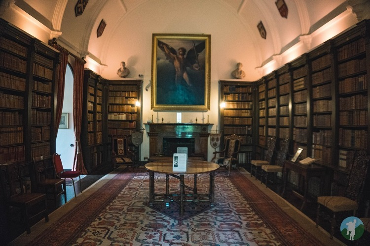 library drum castle aberdeenshire