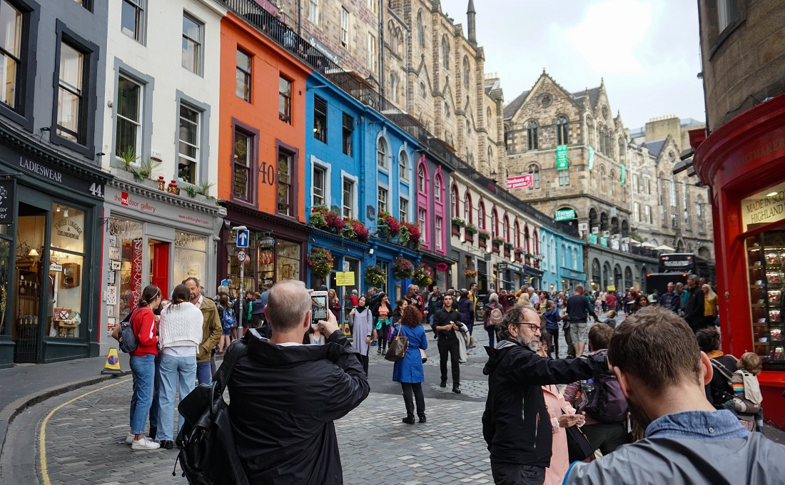 fringe festival best time of year to visit scotland