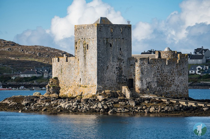kisimul castle scottish island holidays
