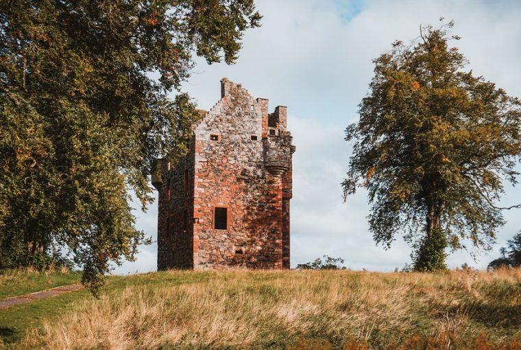greenknowe castle scottish borders