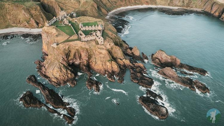 drone dunnottar aberdeenshire castles