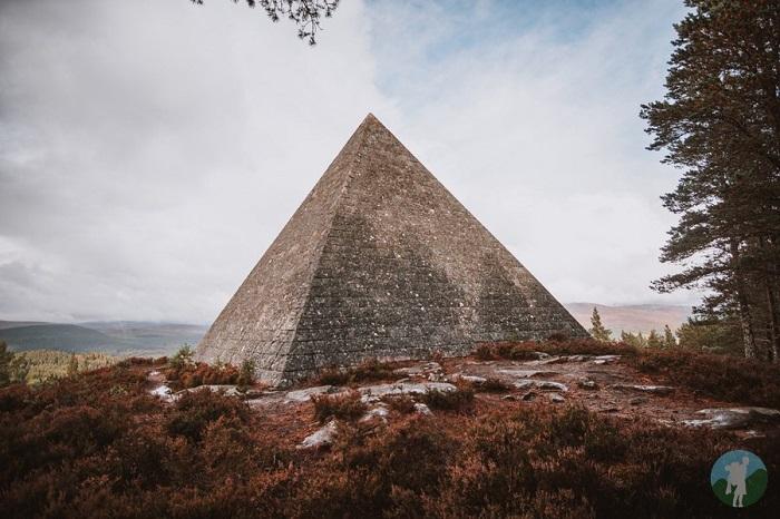 balmoral pyramid cairn