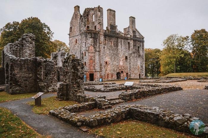 interior huntly castle scotland